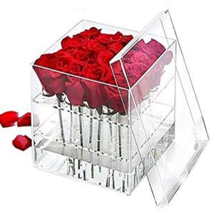 Cubo plexiglass con 16 rose rosse