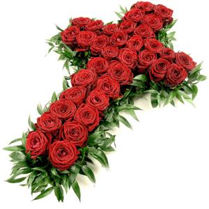 croce di rose rosse