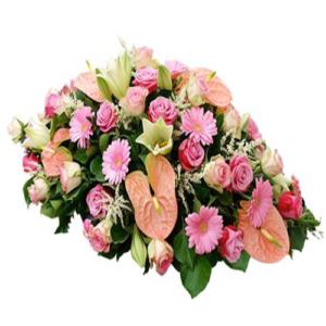cuscino fiori misti sulle tonalità del rosa chiaro