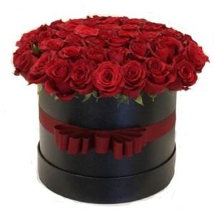 Box/Scatola cappelliera con 50 rose rosse