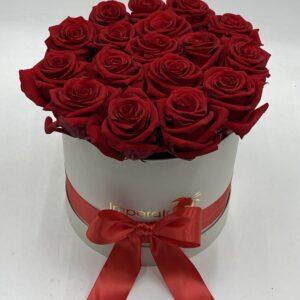 scatola con rose rosse