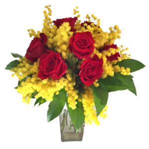 bouquet di mimosa e rose rosse